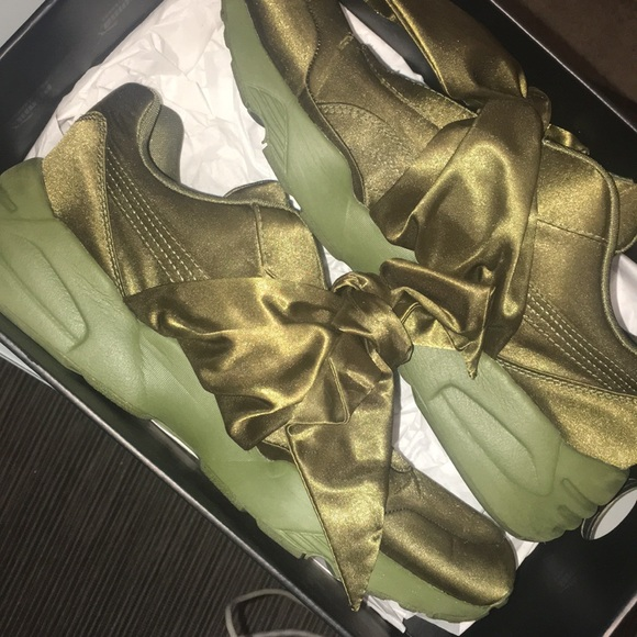 cae162ca98db12 FENTY Olive branch BOW sneakers size  9.5